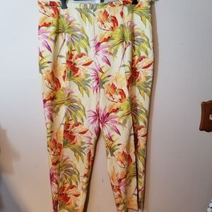 Tommy Bahama Womans Stretch Hawiian Print Pants.